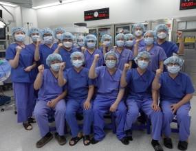 2020년 10월 17일(토) ABMRC 로봇내시경수술센터에서 김명수 주임교수, 정종주 수련위원장, 책임 지도교수셨던이식외과의 주동진 교수, 이재근 교수와 이주한 교수등4년차 전공의 15명이