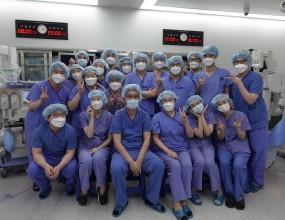 2020년 12월 5일(토) ABMRC 로봇내시경수술센터에서 책임교수이신 위장관외과의 조민아 교수, 대장항문외과의 양승윤 교수 등 2년차 전공의 18명이