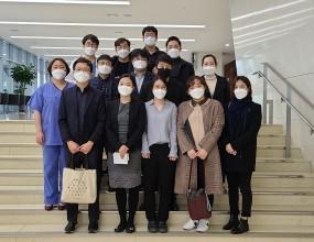 2020년 11월 21일 (토) ABMRC 로봇내시경수술센터에서 책임지도셨던 김유민 교수님과 4년차 전공의 13분이